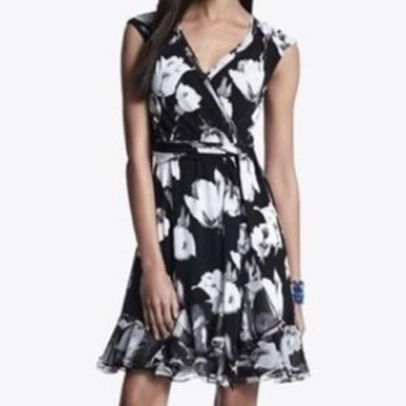 8d746ccc69de WHITE HOUSE BLACK MARKET Tulip Wrap Dress. M_5c56375c7386bc357339d50a